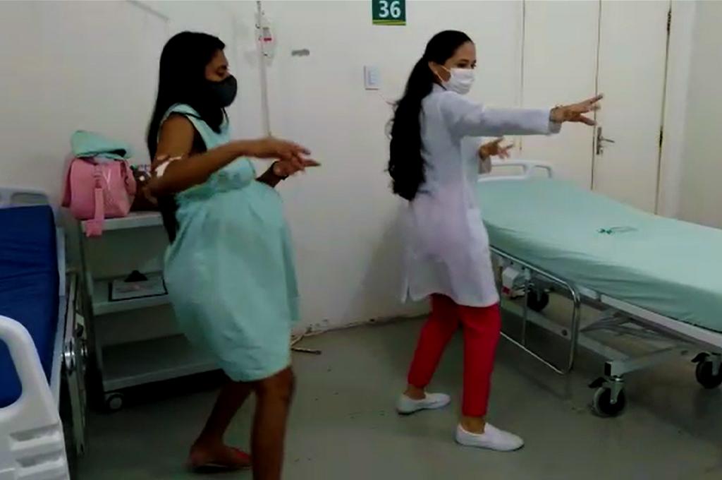 Ao som de 'despacito', acadêmica do curso de enfermagem do UNINTA chama atenção e viraliza em vídeo dançando com paciente